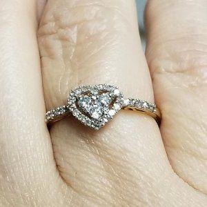 10K gold diamond heart cluster ring